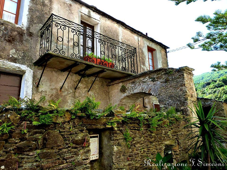 HAMEAU DE TEGHJE vieilles maisons